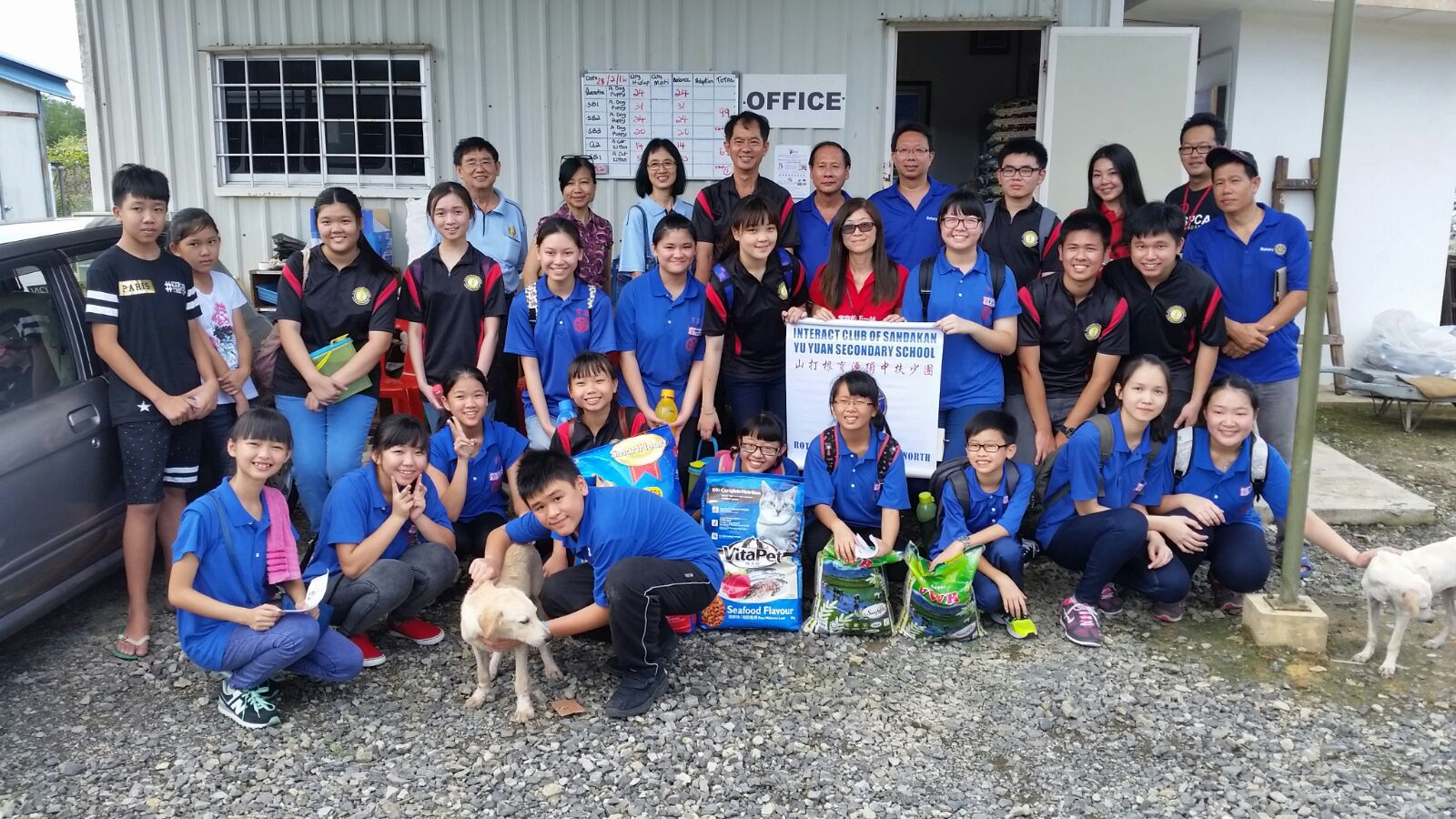 Voluntary Work by Students from Interact Club of Yu Yuan Secondary School